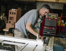 3020_16 Changing the blade on table saw