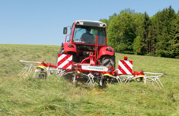 PÖTTINGER HIT 470 N 4-ROTOR TEDDER
