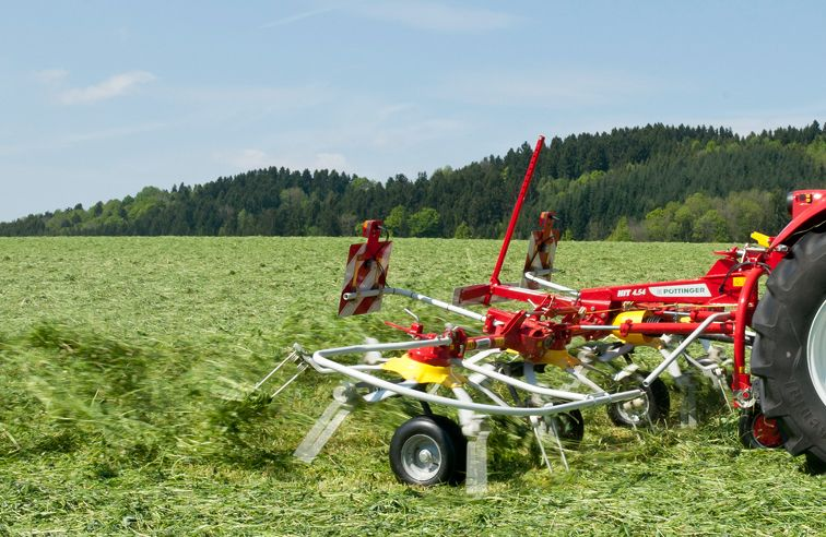 PÖTTINGER HIT 540N 4-ROTOR TEDDER