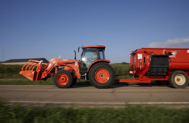 KUBOTA M7060 AGRICULTURAL TRACTOR