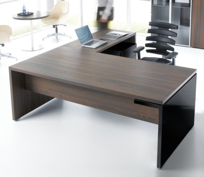 Mito Desk And Return With A Black Gloss Accent Panel