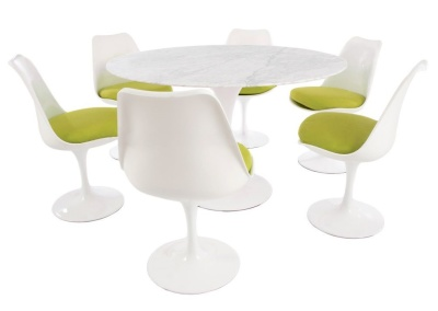 Tulip Dining Set With A Round Top In Marble And Six Tuluip Chairs With Green Seats