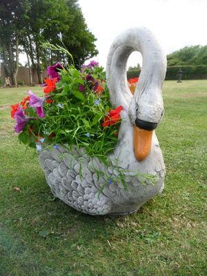Swan Planter Tor Stone Ltd