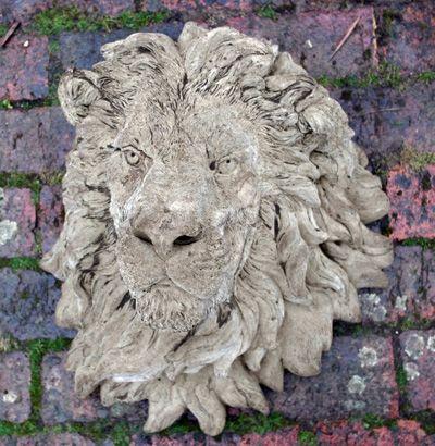 Grand Lions Head