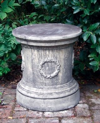 Round Laurel Plinth