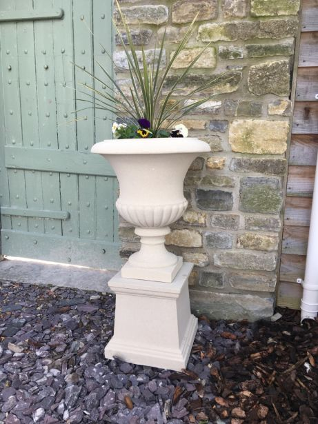 Templeton Urn on Plain Plinth